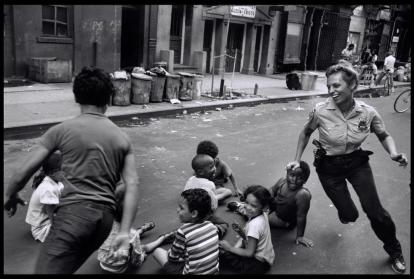 pictures-of-life-of-the-new-york-police-department-in-the-1970s-1